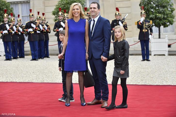 Macron Feleségének Gyerekei és Unokái Is ünnepelték Az új Francia