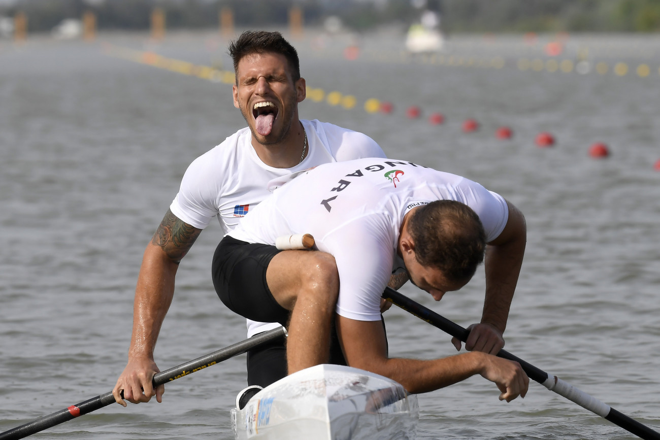 Szeged, 2019. augusztus 23. A második helyezett Hajdu Jonatán (elöl) és Fekete Ádám a férfi kenu párosok 500 méteres versenyének döntője után a szegedi kajak-kenu világbajnokságon 2019. augusztus 23-án. MTI/Kovács Tamás