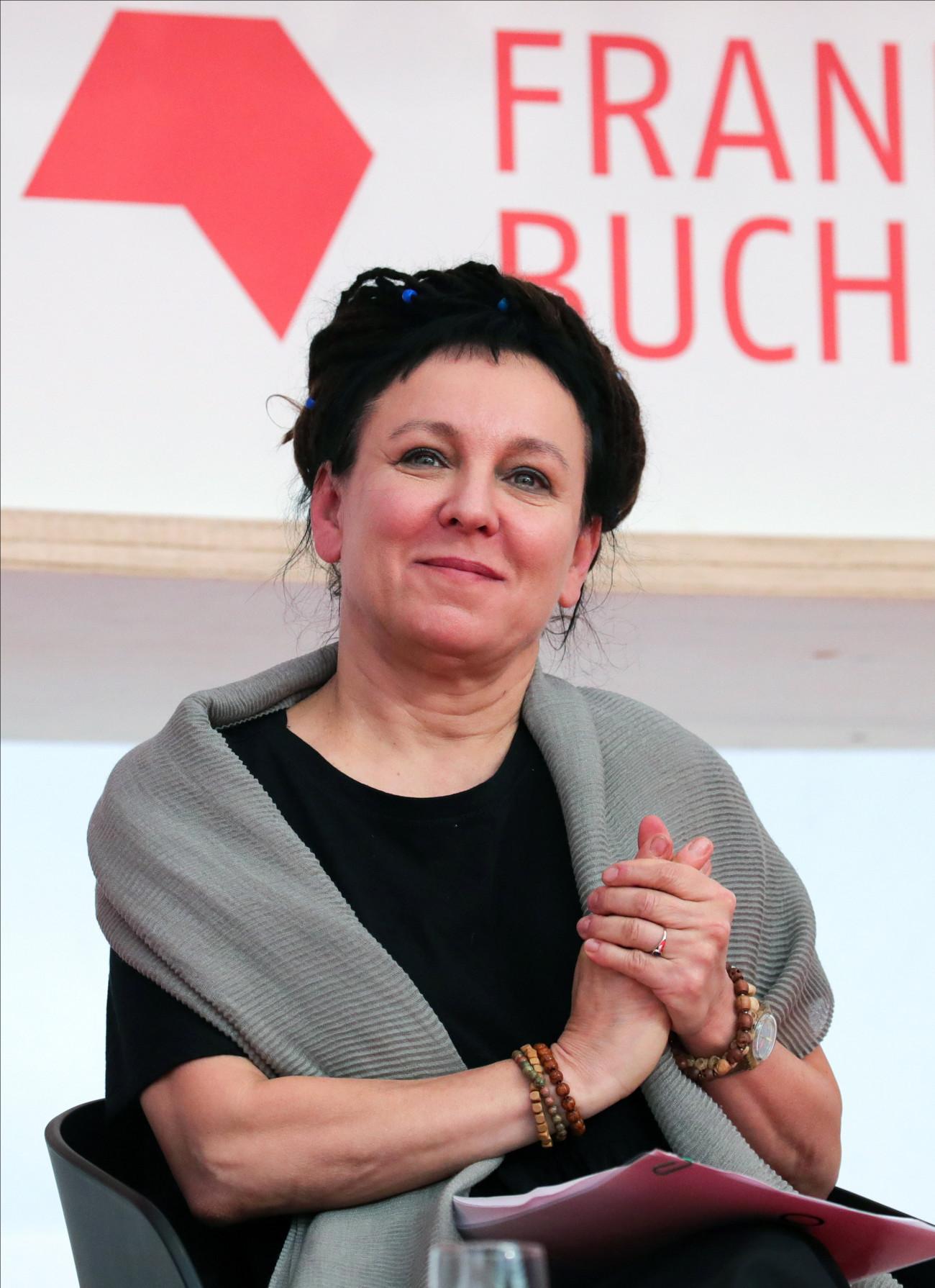 A 2018-as irodalmi Nobel-díjat elnyert Olga Tokarczuk lengyel írónő a 71. Frankfurti Könyvvásár nyitó sajtótájékoztatóján 2019. október 15-én.  Az október 20-ig tartó könyvvásárnak az idén Norvégia a díszvendége. MTI/EPA/Armando Babani