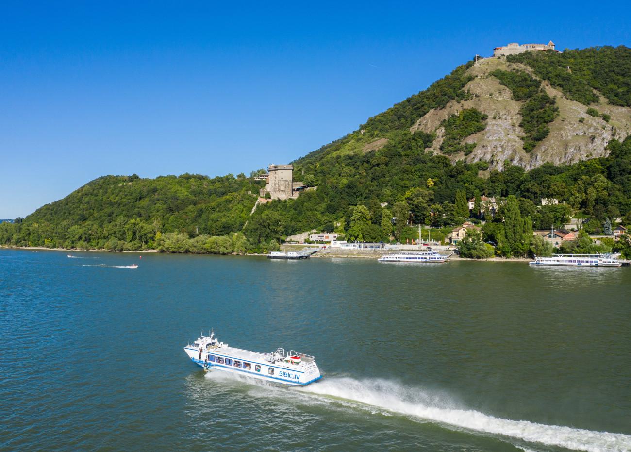 Visegrád, 2020. július 31. Bibic IV szárnyashajó a Dunán Visegrád előtt 2020. augusztus 1-jén. MTI/Mohai Balázs