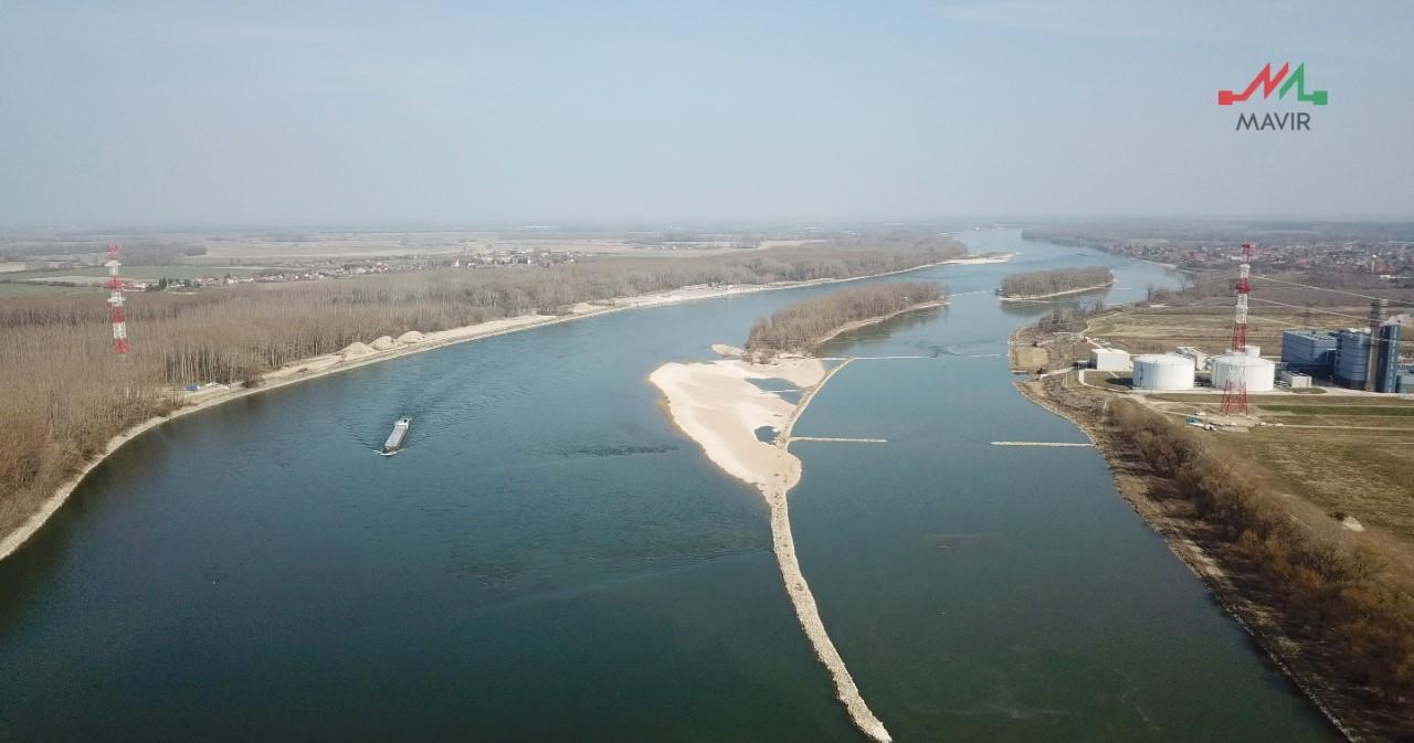 Távvezeték a Duna fölött Magyarország és Szlovákia között – Forrás: Mavir