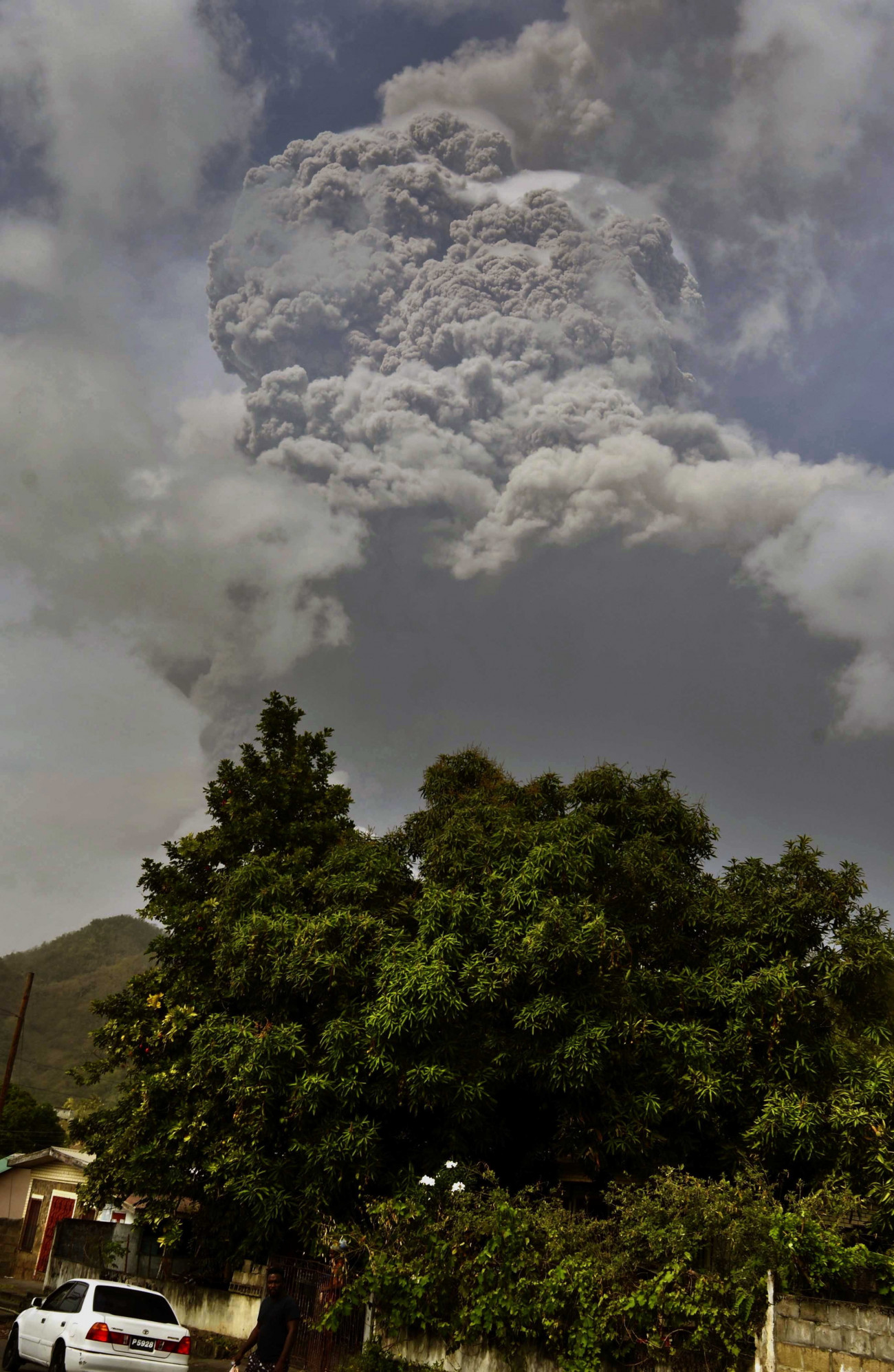 Kingstown, April 10, 2021, an ash cloud was ejected by La Soufriere volcano on Saint Vincent Island in the Caribbean on April 9, 2021. MTI / AP / Orvil Samuel