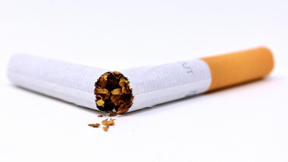 a dohányzásról való leszokás csökkenti a cigaretták számát)