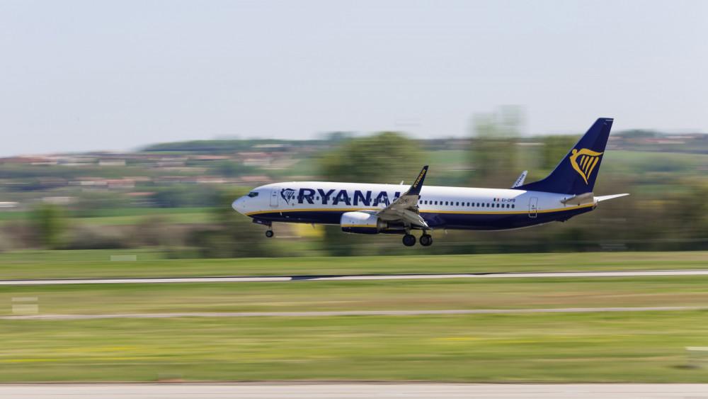 b46af71ab505 A Ryanair légitársaság Nápolyból érkező, Boeing 737 típusú