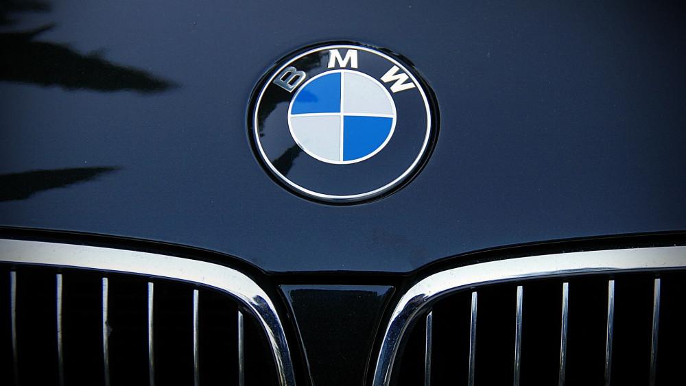 Zokon vette a dudálást a BMW-s, autós üldözés lett a vége