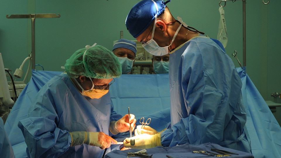 Betegnek, biztosítónak egyaránt előnyös az egynapos sebészet - háttér kell hozzá