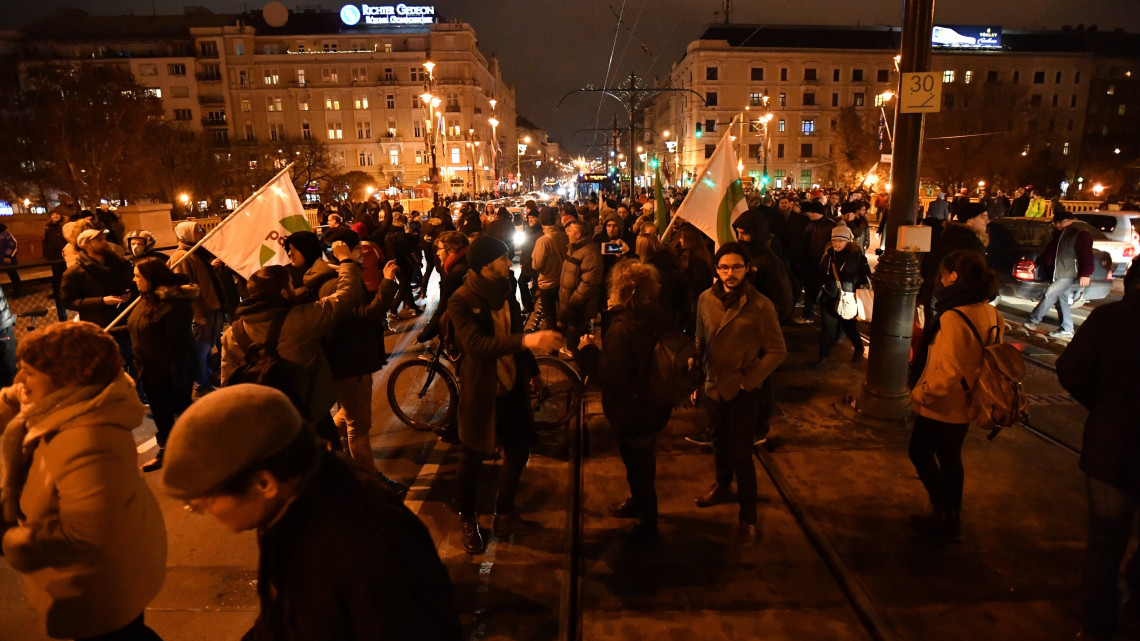 Tüntetés: Vasárnap Is Tüntetés Lesz A Túlóratörvény Miatt Budapesten