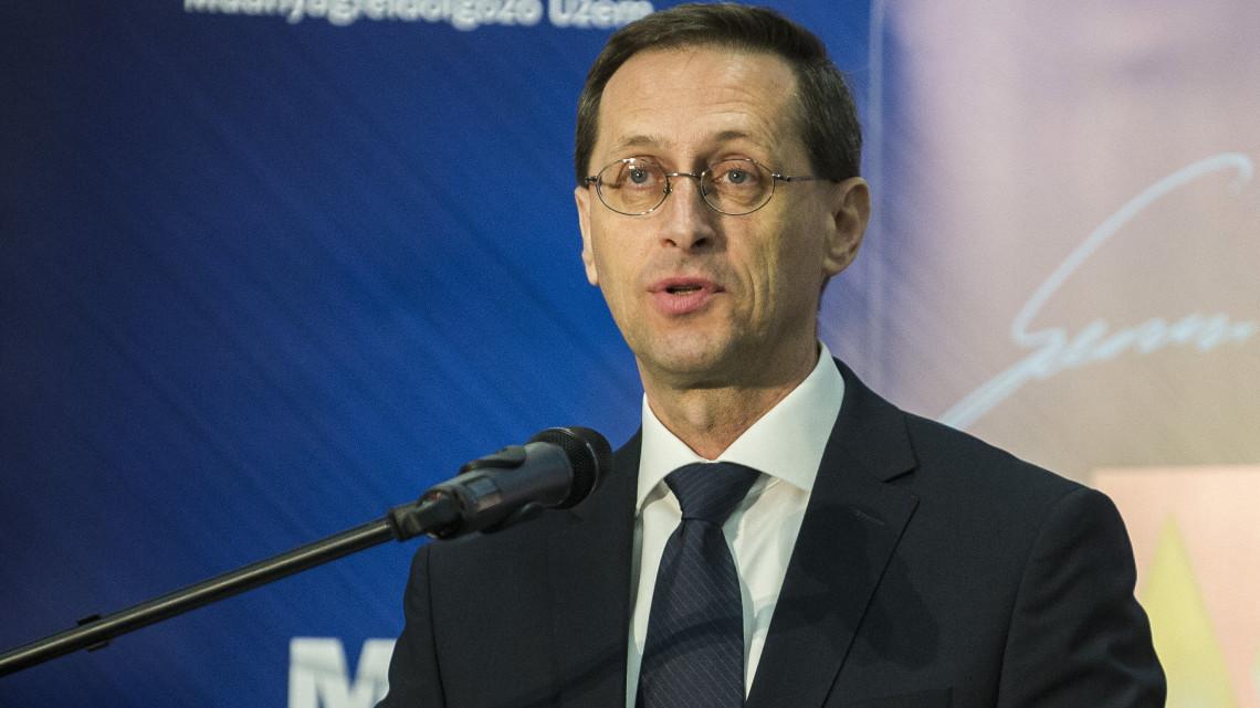 Varga Mihály: az oltás a gazdasági növekedés előfeltétele