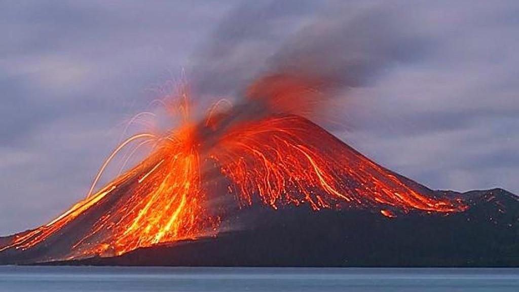 Meghalt egy turista a vulkánkitörés miatt Olaszországban ...