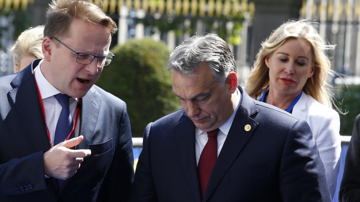 a miniszterelnök az ep 8. időpontban jár társkereső oldal mico