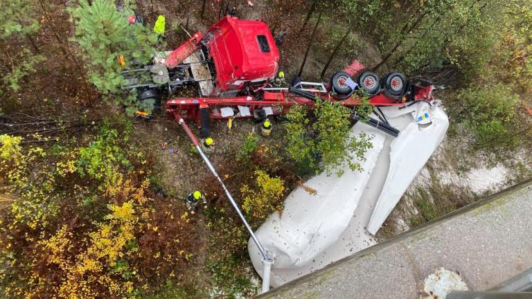 Rögzítette az autópálya kamerája a magyar kamionsofőr szlovéniai halálát - videó