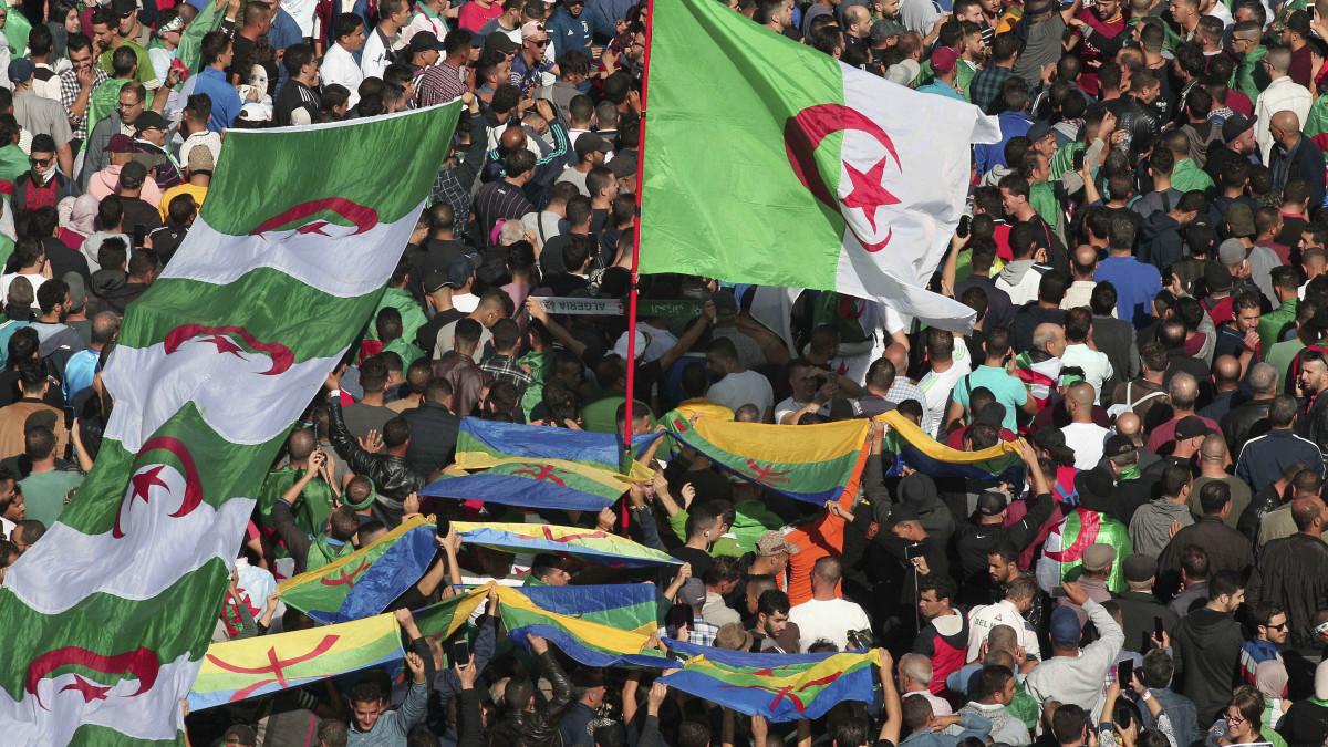 ülés nő algéria válás)