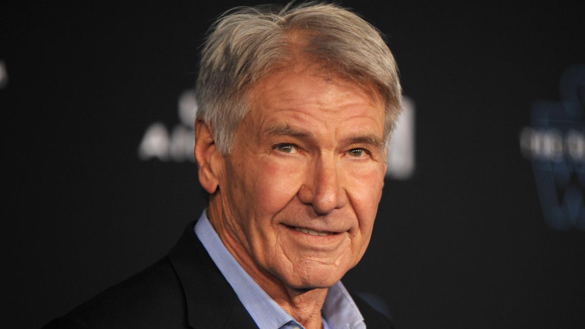 Harrison Ford példás türelemmel, órákig várt az oltásra