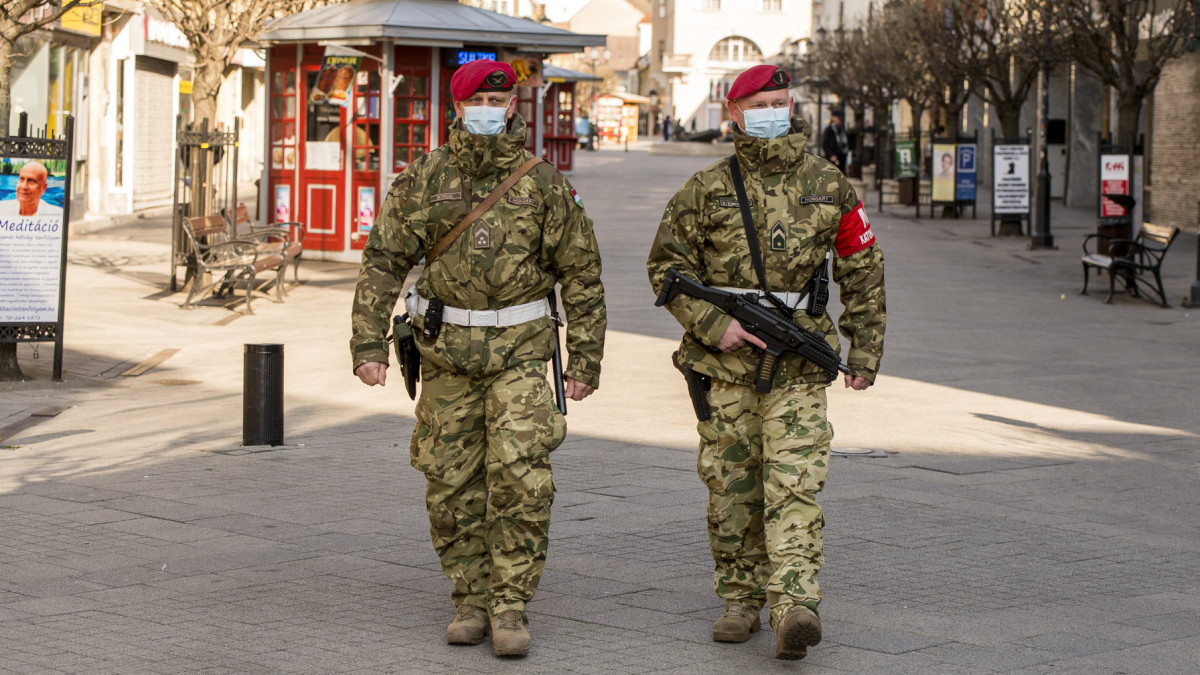 8 új változás 3 kereskedő katona)