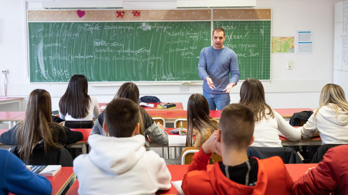 Valóban az iskolaőrség felállítása lenne a megoldás?