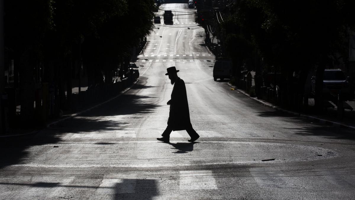 Koronavírus: az izraeli ultraortodoxok náci utalásokkal utasítják el a korlátozásokat
