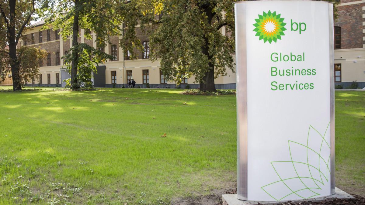 A British Petrol (BP) szegedi üzleti szolgáltatóközpontja a megnyitó napján, 2017. szeptember 26-án. A központban jelenleg 274 munkavállaló dolgozik, a foglalkoztatotti létszámot a tervek szerint 2020-ra ötszázra növelik.