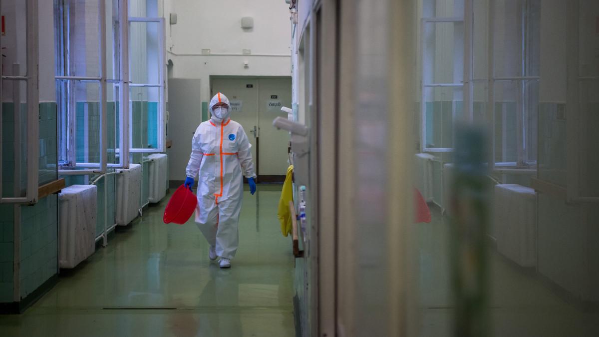 Percről percre - a koronavírus-járvány pénteki hírei