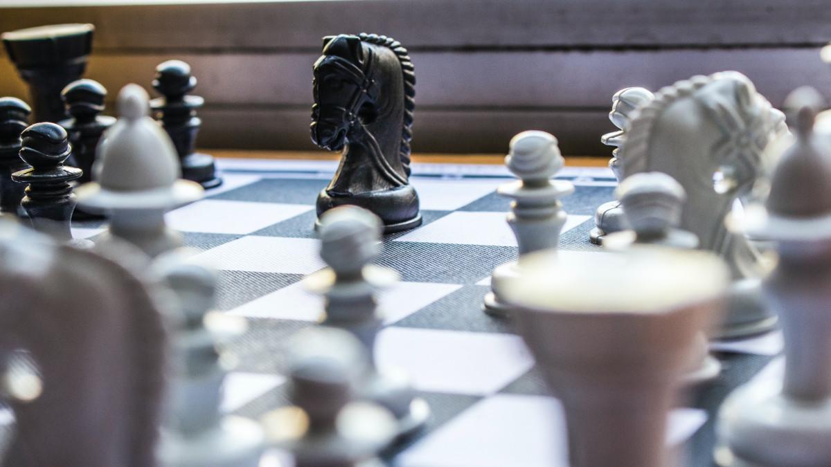 Vezércsel – Ötmillió dollárra perli a 80 éves női sakkvilágbajnok a Netflixet