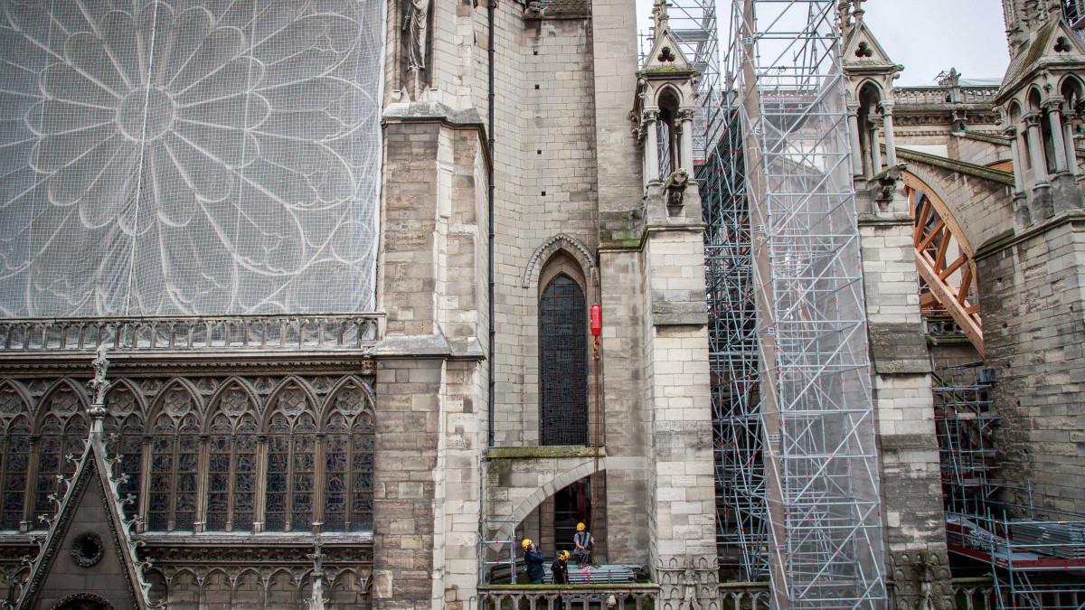 Így áll most a két éve leégett tetejű Notre-Dame helyzete - videó