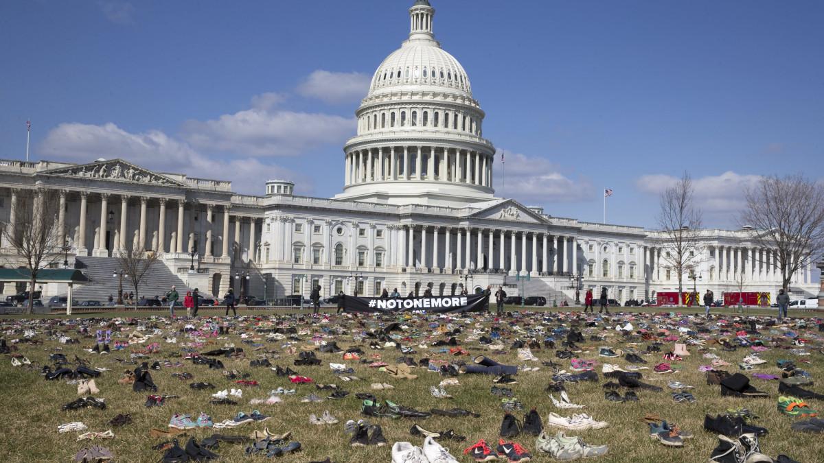 Fegyvertartási szigorítás: sokkoló egymás mellett látni az amerikai ámokfutások tragikus adatait