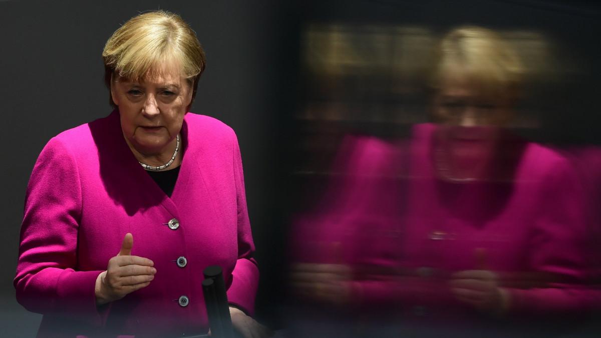 Angela Merkel: be kell árazni a széndioxid-kibocsátást