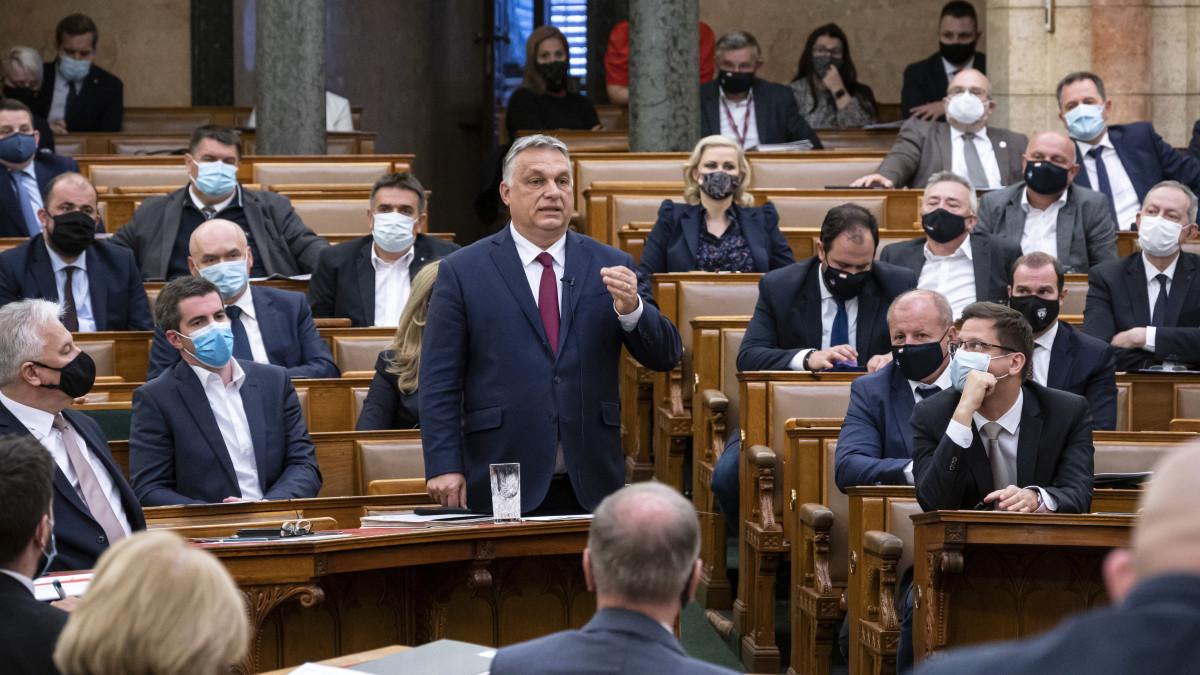 Orbán Viktor miniszterelnök azonnali kérdésre válaszol az Országgyűlés plenáris ülésén 2021. április 26-án.