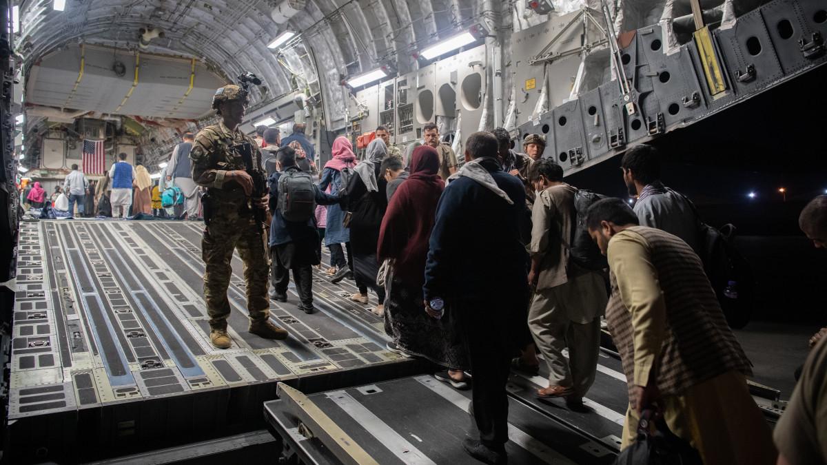 Megint lemondott egy holland miniszter a félresikerült afganisztáni evakuálás miatt