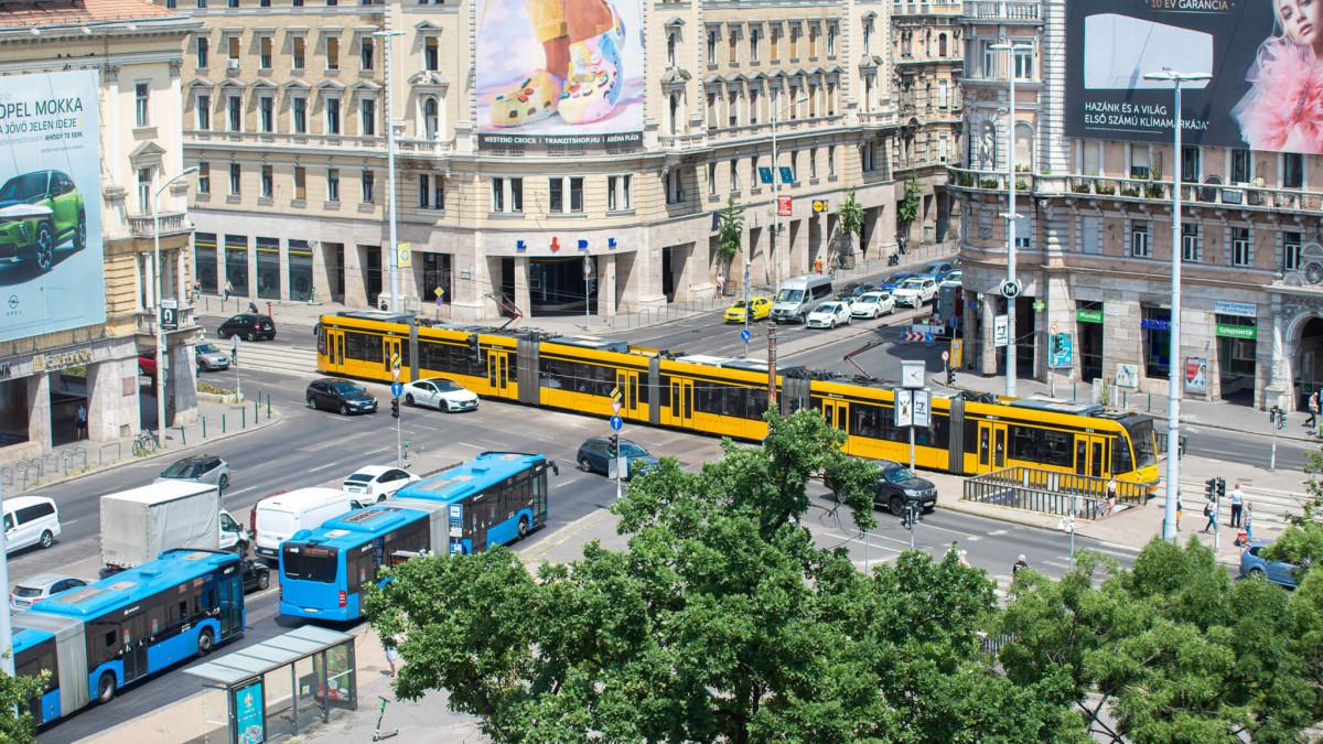 Kényelmetlen változást is hoz az autósoknak a Blaha Lujza tér felszabadítása