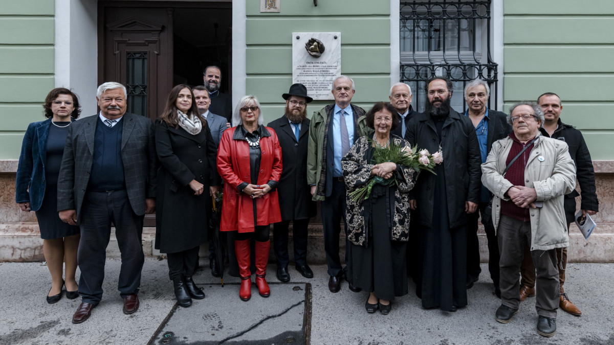 Emléktáblát állított a Görög Intézet a budai Várban